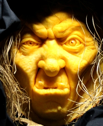 Brandy Davis Witch Pumpkin(zoom)(R)